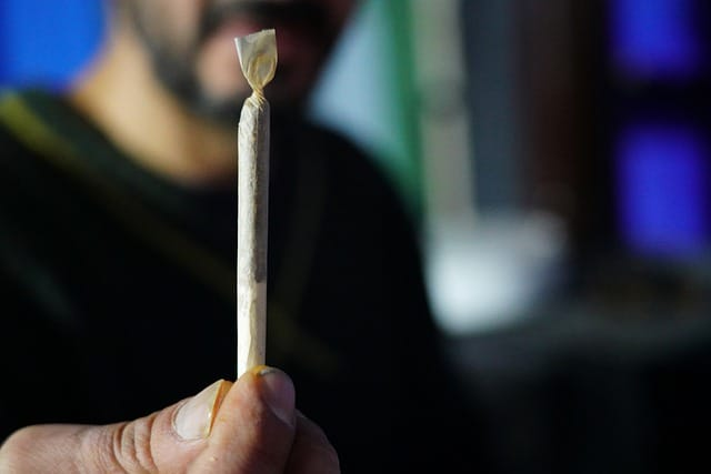 how to roll a spliff guide